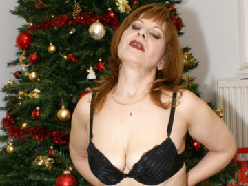 Maturenl - This Mature Christmas Slut Has Her Present