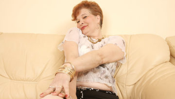 Maturenl - This Mature Slut Loves To Play With Her Pussy