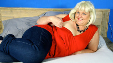 Maturenl - This Naughty Dutch BBW Loves Riding Her Rubber Toy