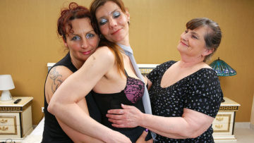 Maturenl - Three Lesbian Housewives Get Down And Dirty