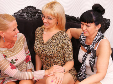 Maturenl - Three Old And Young Lesbians Have Fun On Bed
