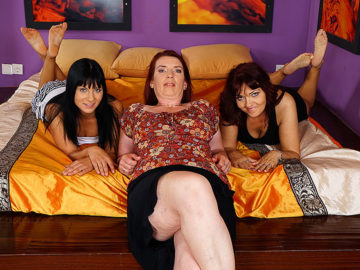 Maturenl - Three Old And Young Lesbians Make Out And Getting Wet