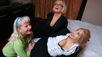 Maturenl - Three Naughty Housewives Licking Pussy