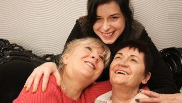 Maturenl - Two Mature Lesbians Pleasing A Hot Young Lesbian Babe